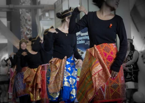 Indonesian girls dancing